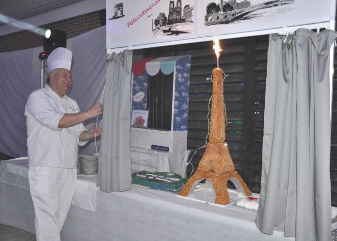 Eiffel Tower pièce montée